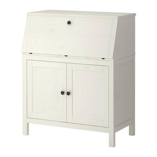 IKEA - HEMNES, Pracovný stôl so zásuvkami, bielo morené , , Usporiadajte si vaše káble; skryte ich, a pritom majte vždy poruke.Masívne drevo je odolný a prírodný materiál.Vďaka nastaviteľným nohám bude stôl stáť pevne aj na nerovnomernej podlahe.Nastaviteľné police vám umožnia vytvoriť úložný priestor podľa vašich potrieb.Uzavretý úložný priestor môžete používať na odkladanie rýchloviazačov, ktoré tak nebudete mať na očiach, ale zároveň budú poruke.