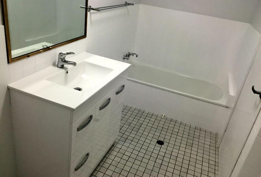Projects Regen Resurfacing Brisbane Bathroom Wall Tile Before After Kitchen Resurface