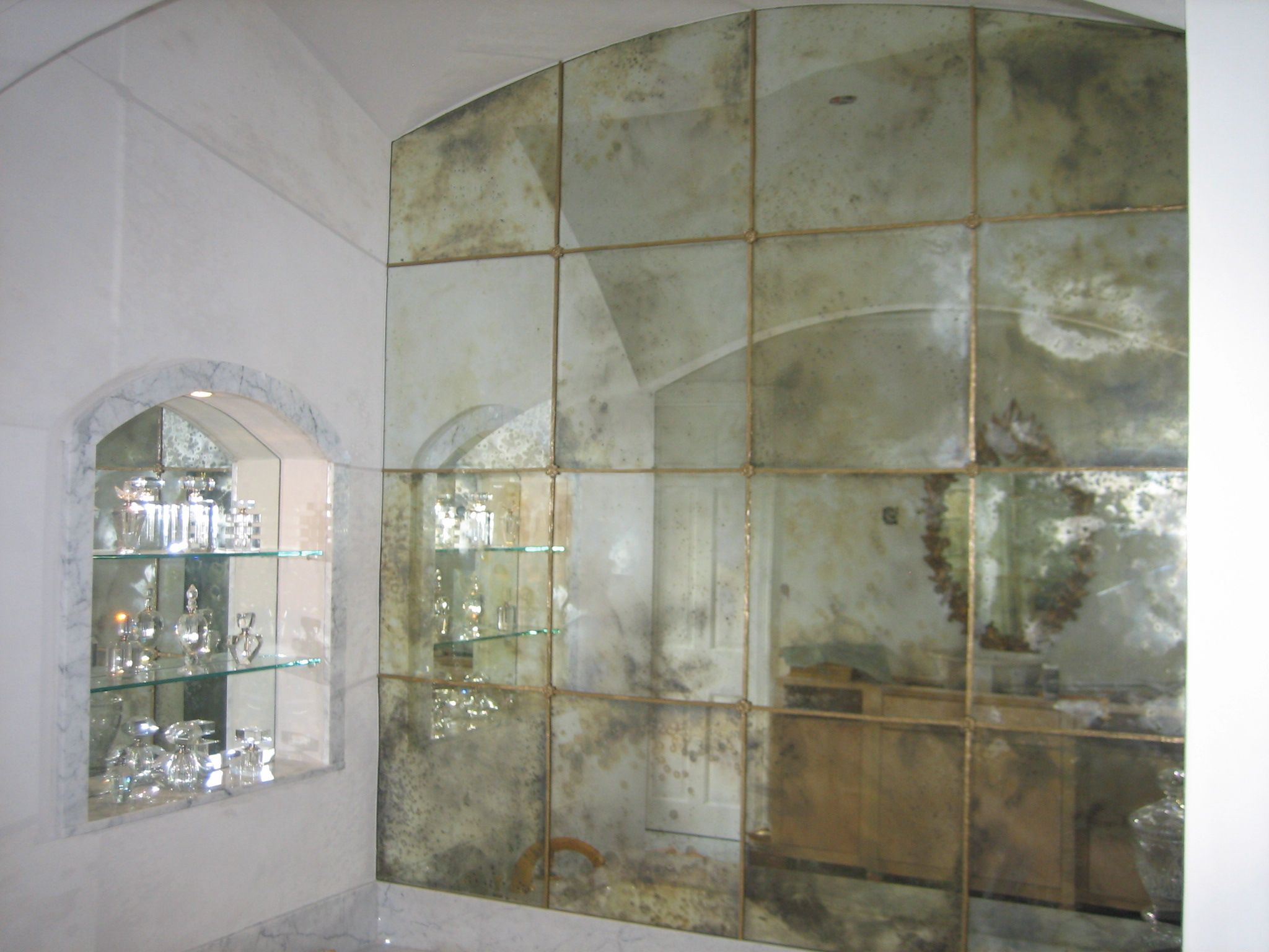 Antiqued mirror google search bath ideas pinterest for Glass mirrors for walls