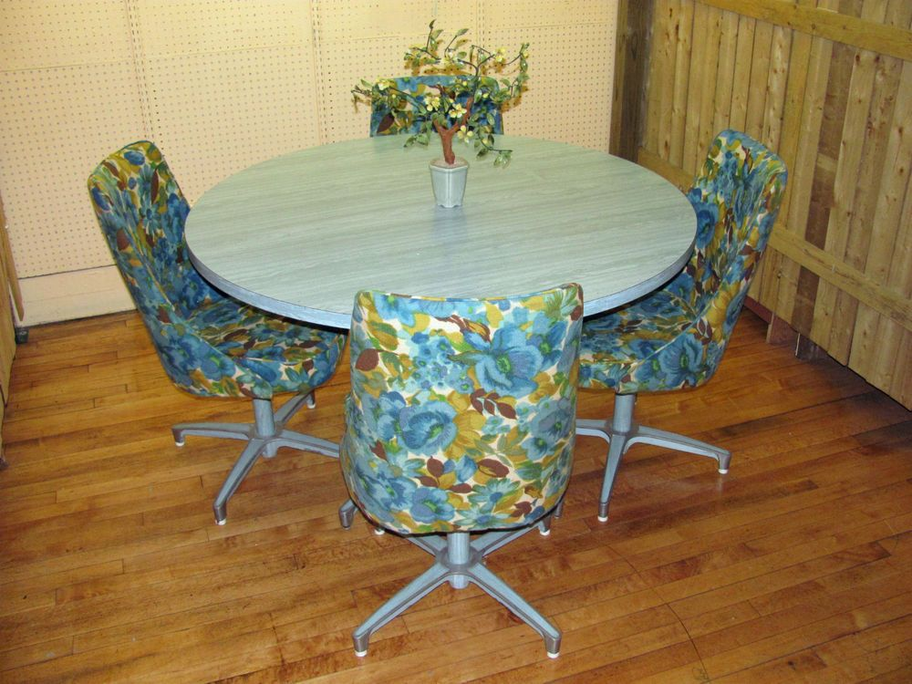 Chromcraft U002769 Blue Woodgrain Laminate Dining Room Table W/ (4) Floral  Chairs