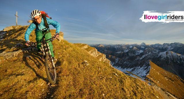 Andrea in Karwendel - Rider: Andrea Kohlndorfer - Photo: Colin Stewart - #ilovegirlriders #iamagirlrider #ilgr #girlriders #mtb #downhill