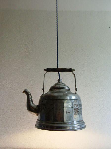 lampe wasserkessel upcycling alter wasserkessel umfunktioniert zu einer lampe ein. Black Bedroom Furniture Sets. Home Design Ideas