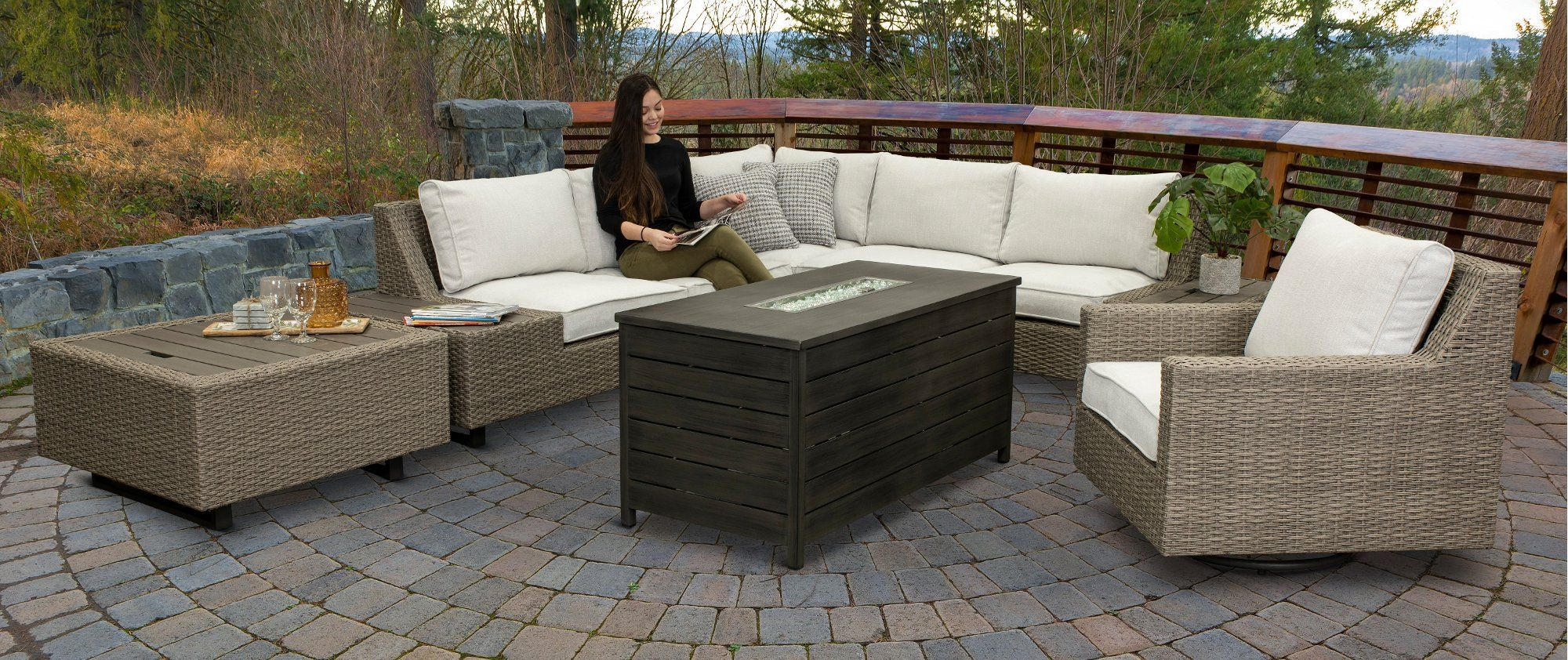 Outdoor Table With Ice Cooler Box Diy Outdoor Table Diy Outdoor Furniture Outdoor Coffee Tables