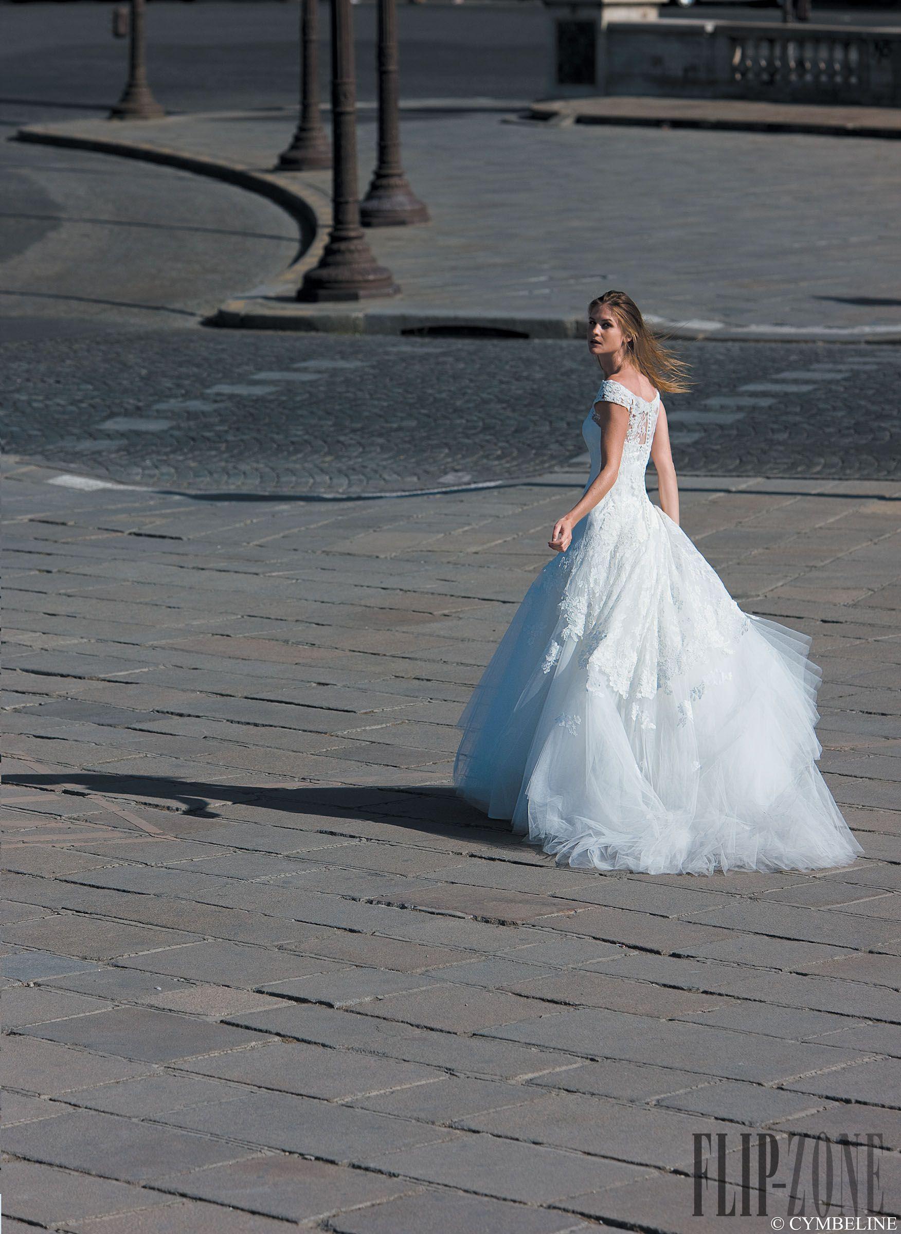 Cymbeline Collezione 2013 - Sposa - http://it.flip-zone.com/fashion/bridal/the-bride/cymbeline