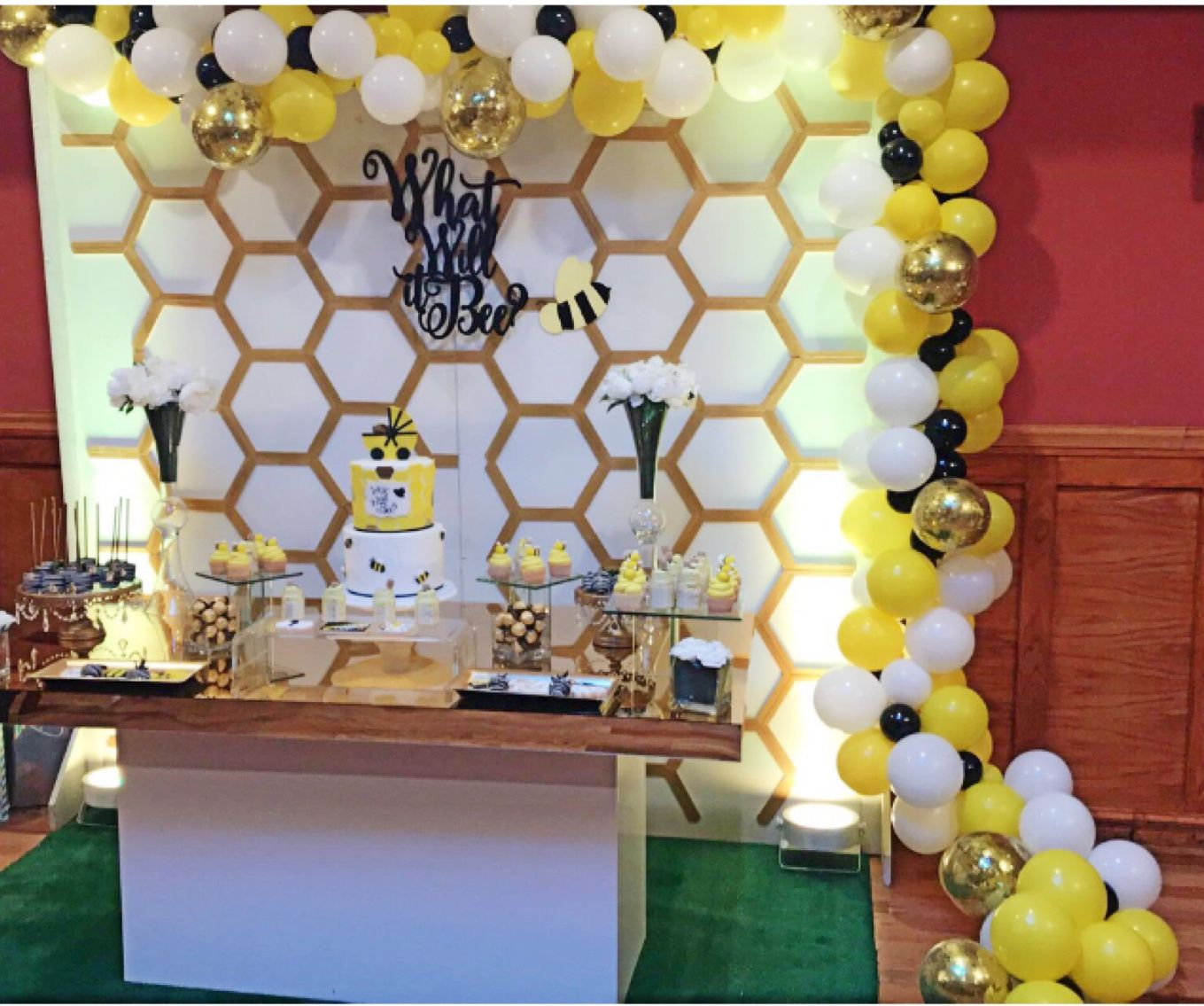 what will it bee  balloon backdrop garland