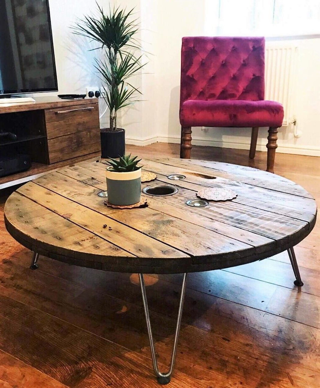 reclaimed pallets cable reel table #industrialdesign #cablespooltables