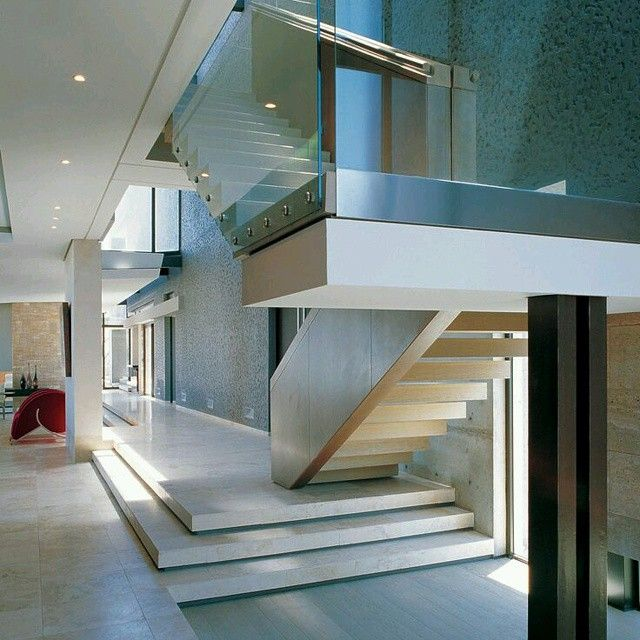 Gran detalle de dise o a traves del juego de niveles for Materiales para escaleras