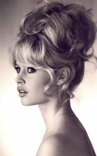 5 tutos chignons tendances et facile à réaliser | Coiffure année 60, Chignon tendance, Brigitte ...