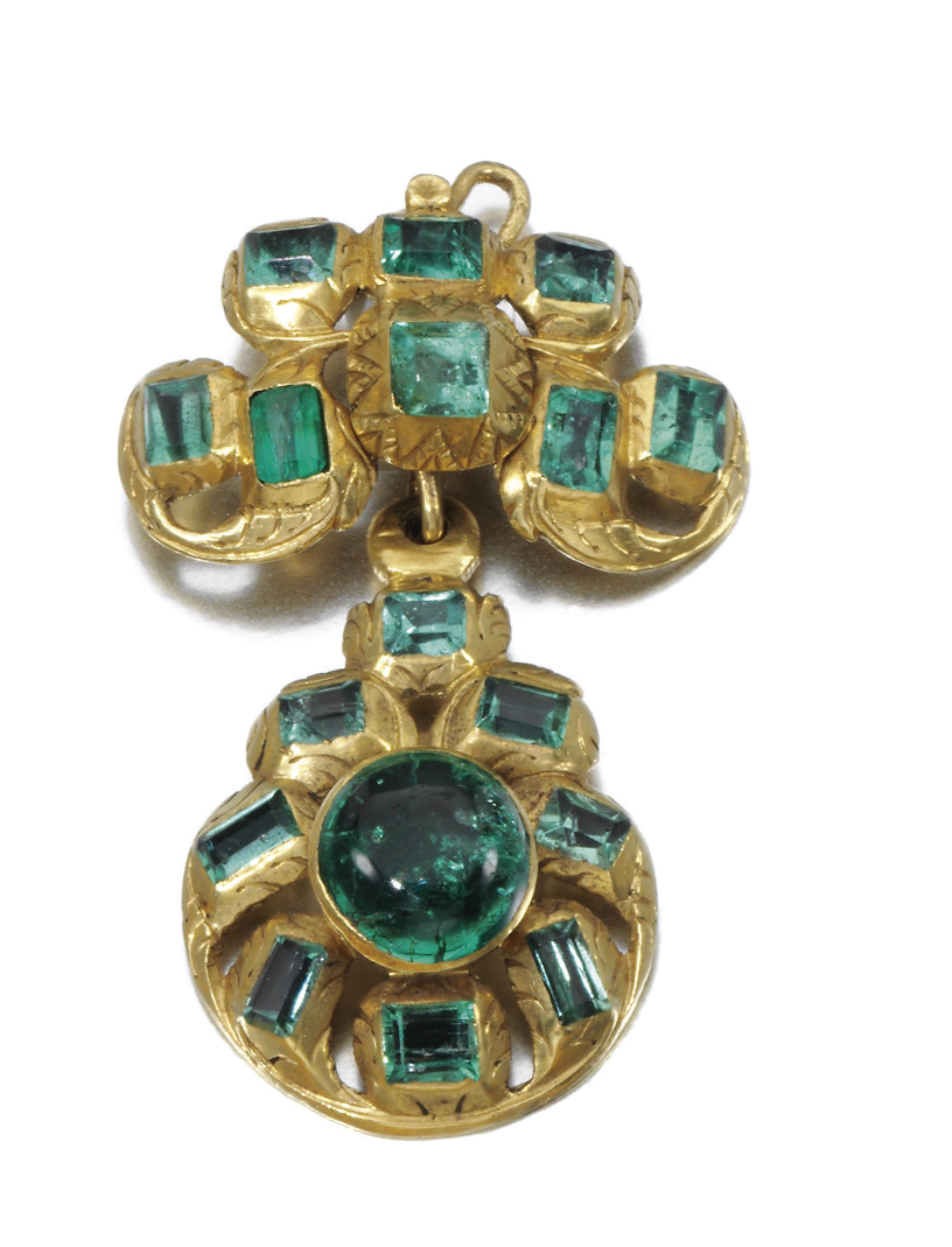 Emerald pendant th century set with cabochon and stepcut