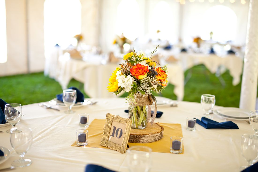 Andrea And Ken Wed At Mountain Meadows Lodge In Killington Vt Lodge Flowers Photography Rustic Table