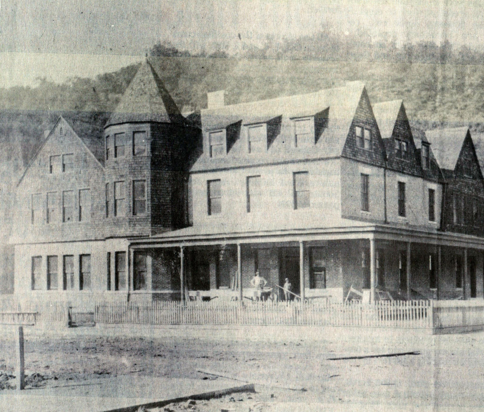 Esther Arms Hotel At The Corner Of 1st Avenue And Logan Street Williamson Wv Early 1900 S