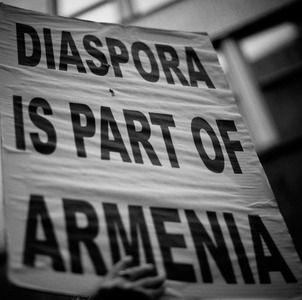 El presidente de Armenia Serge Sarkisian rindió homenaje la semana pasada a los esfuerzos de la diáspora por sus fondos de ayuda a Armenia y Nagorno-Karabaj y remarcó que los programas de desarrollo realizados por la diáspora ha significado más de USD235 millones en los últimos 20 años.