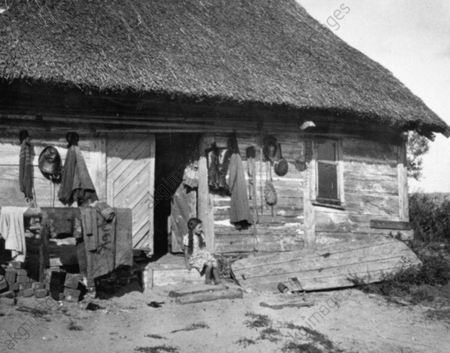 Maison de pêcheurs / Purwin / Photo John Ethnologie / Prusse orientale. Maison de pêcheurs (Purwin, isthme de Courlande). (V. 1930?), de Paul W. John (1887–1966).