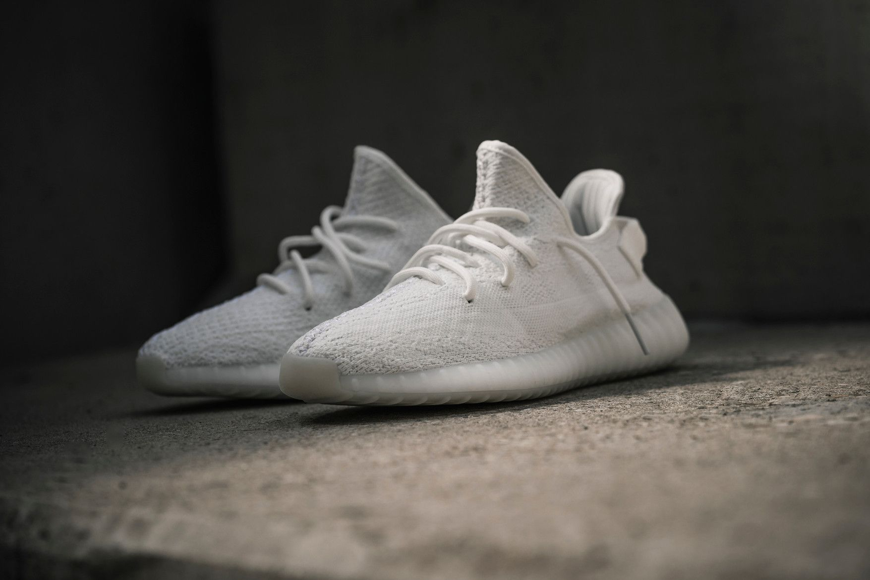 18e21947e adidas Originals YEEZY BOOST 350 V2「Triple White」配色下月確認回歸 ...