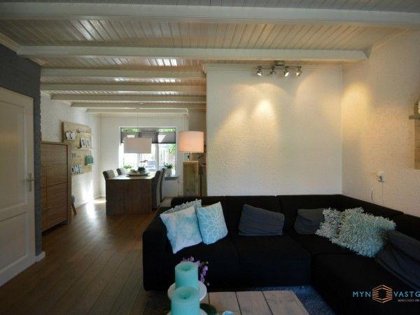 De Z-vormige sfeervolle woonkamer (c.a. 29m2), is voorzien van een ...