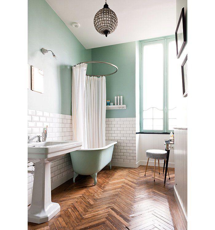 12 Floor Ideas We Absolutely Love | Salle de bains avec parquet ...