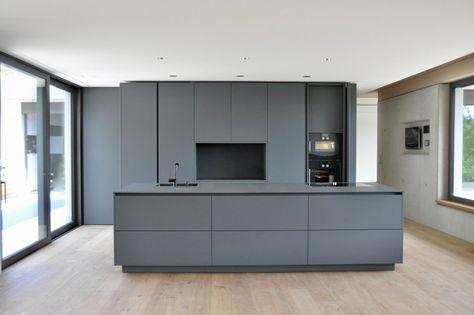 puristische k che in grau k chen referenzen la cucina casa k che wohnen. Black Bedroom Furniture Sets. Home Design Ideas