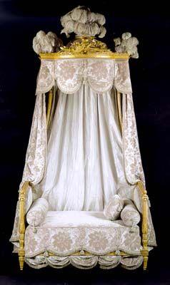 Lit à chaire à prêcher (ou à l'italienne) de la collection de Karl Lagerfeld. Vendu 470000 francs en avril 2000 chez Christie's à Monaco