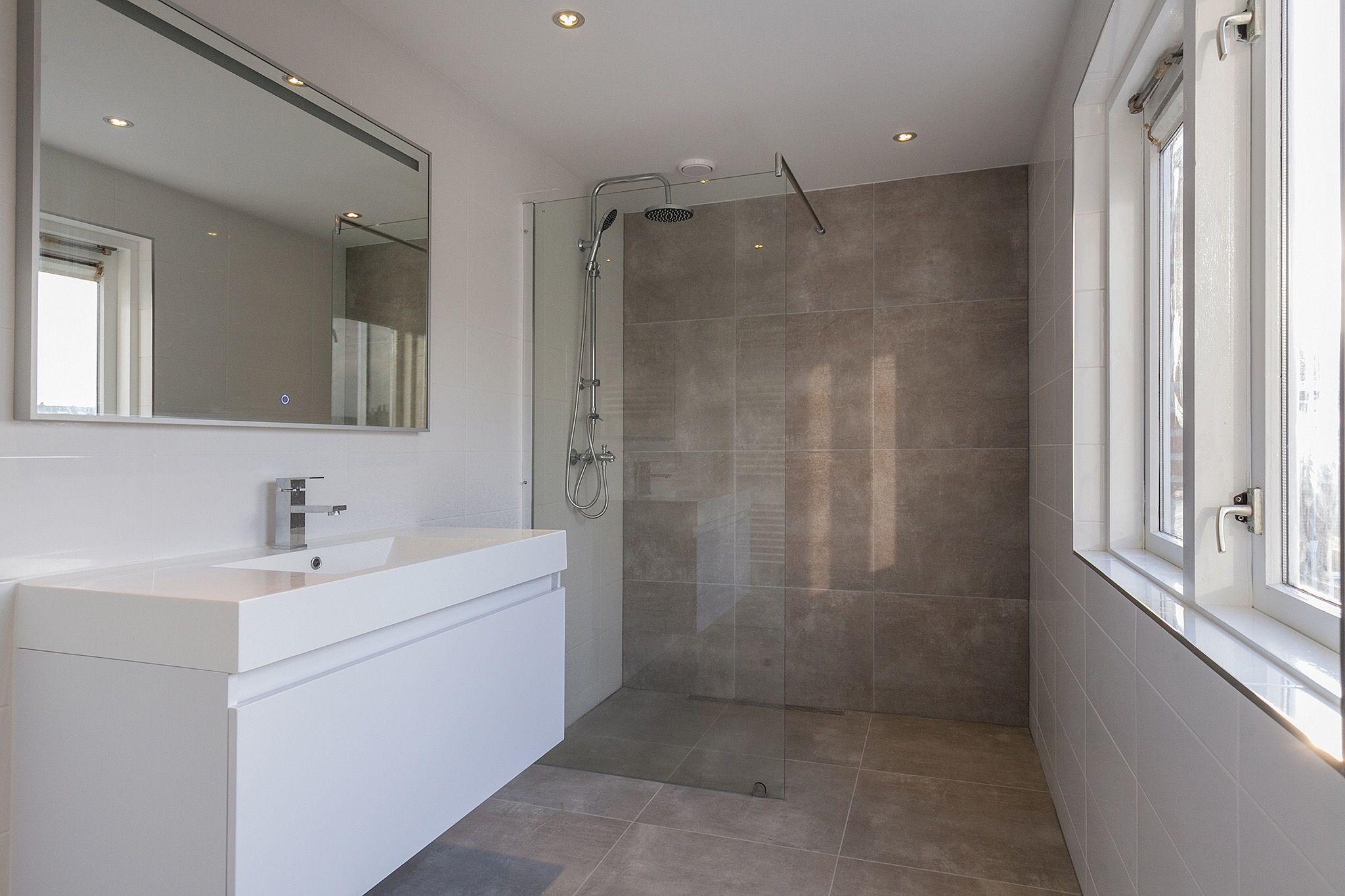 Tegels Badkamer Rotterdam : Van den berg opschoor makelaardij rotterdam luxe inloopdouche