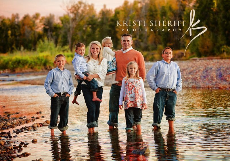 Family portrait color scheme ideas family portrait for Fall family picture ideas outside