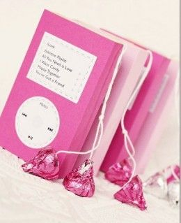 Here is an interesting idea from WorkManFamily.typepad.com for packing Sweetheart candy and Hershey Kisses, which are one of the most popular sweets around Valentine's Day.    They are made to look like little Valentine's iPods and are perfect as small gifts for teens and kids.