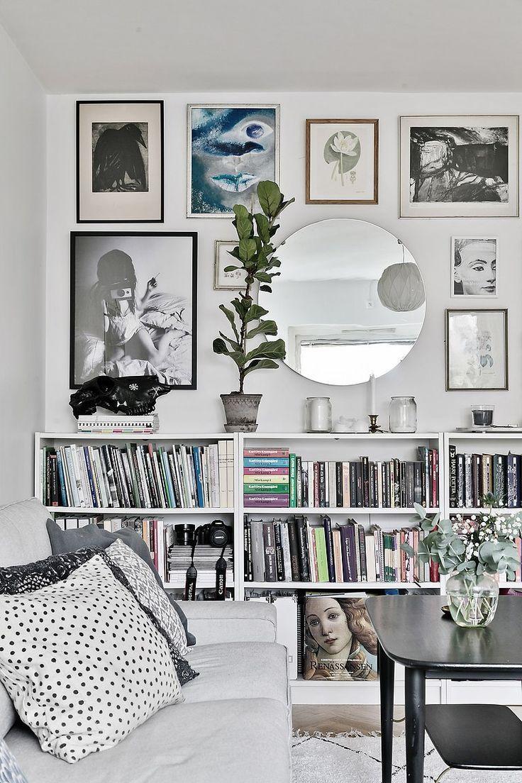 Photo of das Wohnzimmer Couch Weiß Galerie Wandbild Eklektischer Spiegel Runde Pflanzen Ikea … – wanddeko ideen