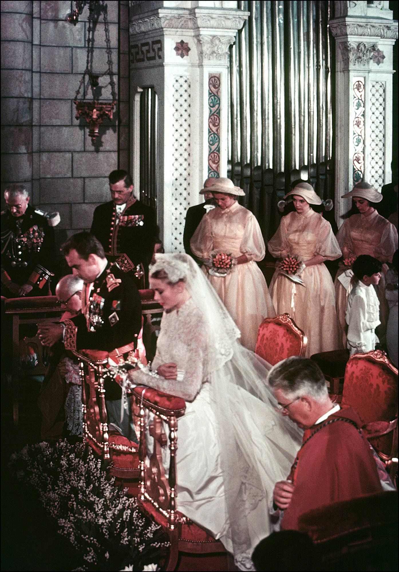 Rarely Seen Photos From Grace Kelly S Wedding Of The Century 63 Years Ago Grace Kelly Wedding Grace Kelly Wedding Dress Princess Grace Kelly [ 2000 x 1394 Pixel ]