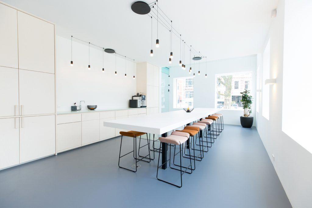 Werkplek Keuken Inrichten : Wireflow van vibia schittert in gerenoveerd pand in rotterdam