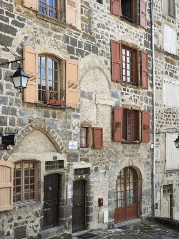 medieval houses le puy en velay haute loire massif central france europeby peter richardson. Black Bedroom Furniture Sets. Home Design Ideas