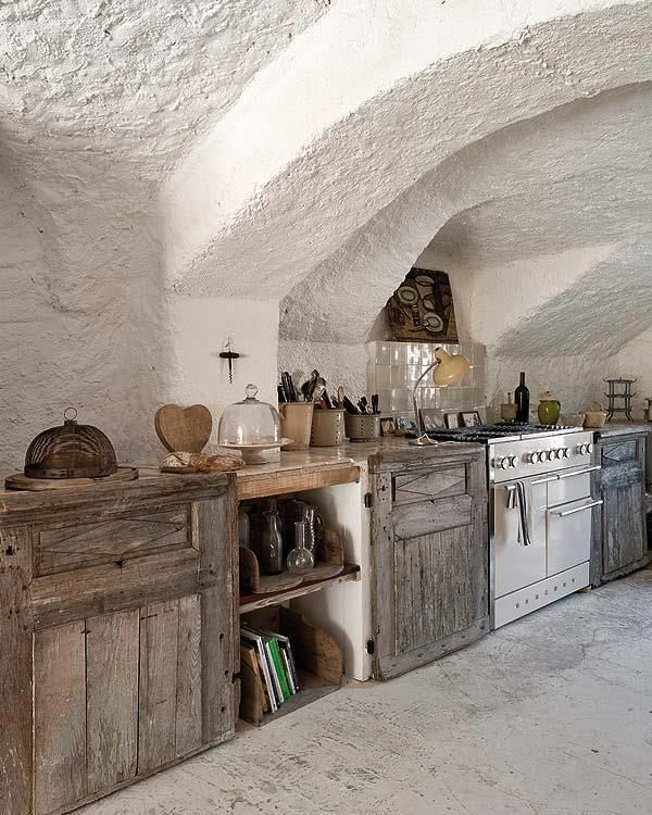 Vintage Rustic Kitchen Decor | Old barn wood kitchen | Decor Rustic/Western love cabinets