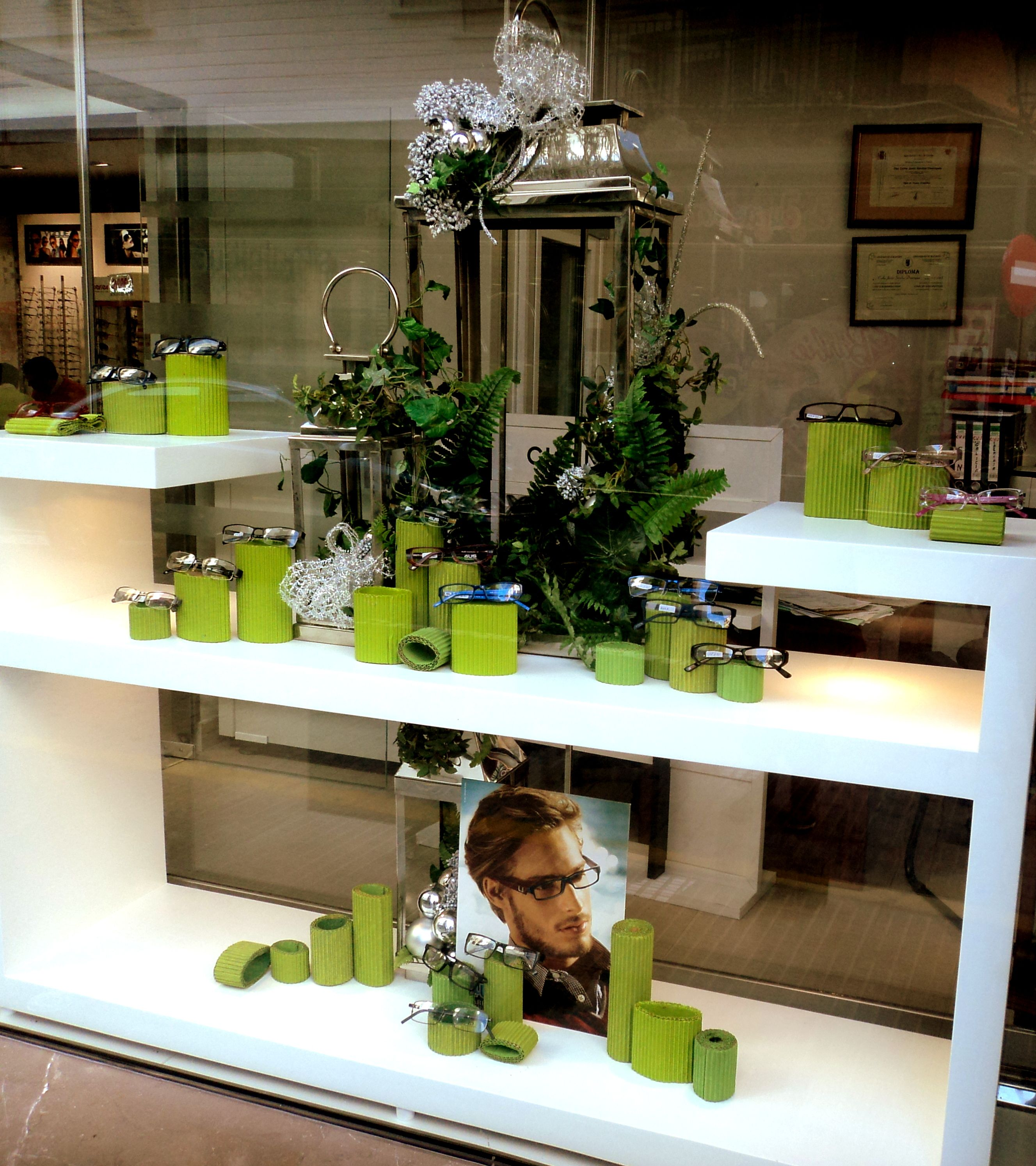 640ed74d8377a Mit Dosen    Window Displays   Pinterest   Display, Eyewear and Shop ...