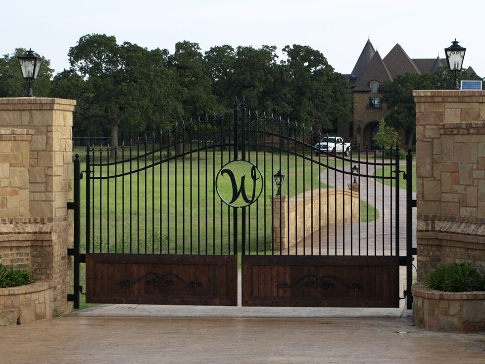 Front gate entrance ideas with stone gates entrances for Front gate designs for houses