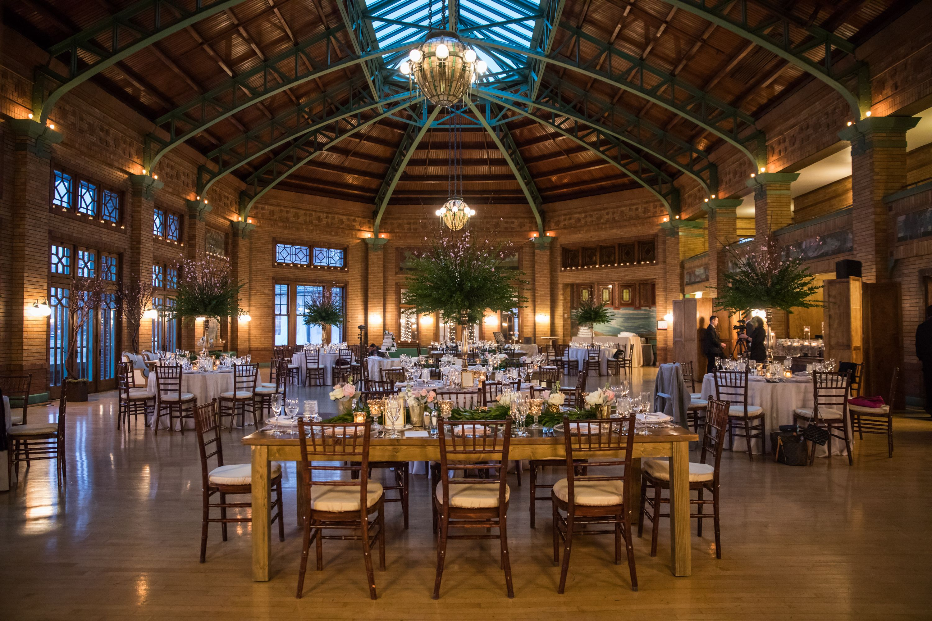 Lori and Ken's Cafe Brauer wedding features a pastel color