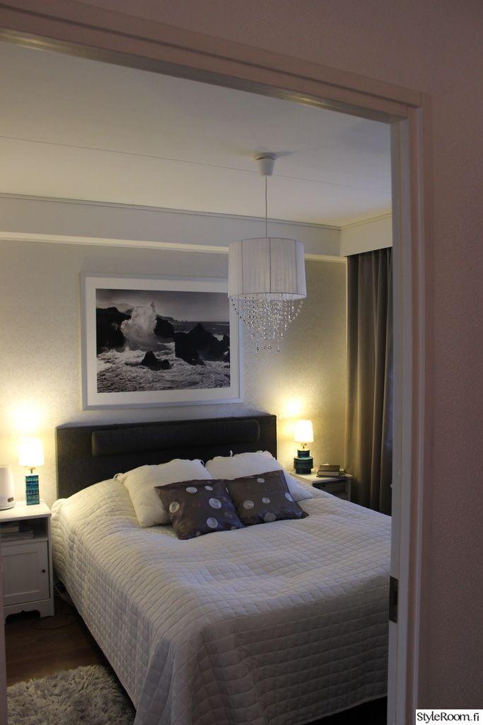 makuuhuone,kattovalaisin,bling bling,tapetti,sänky,koristetyynyt