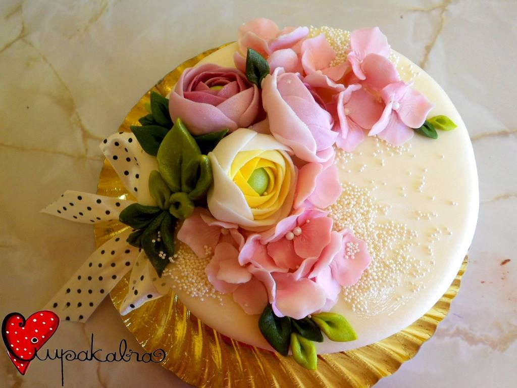 https://www.facebook.com/Ciupakabra.cakes/photos/a.151635968198932.26296.138658532830009/642211659141358/?type=3