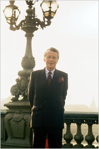 group ogilvy office paris. David Ogilvy - Biography | Mackenzie Was Born In West Horsley, England, Group Office Paris