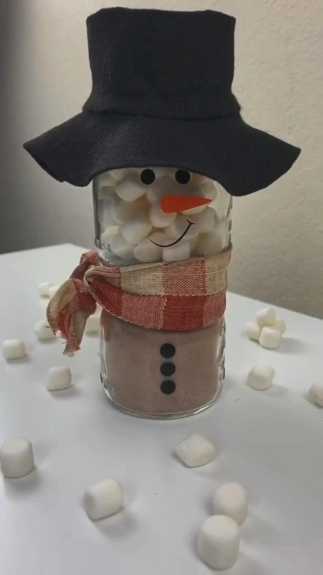 #diy #christmas #hotchocolaterecipes #christmasdecor #christmasgifts #gift #giftideas #christmasideas #snowman #snowmancrafts #holiday #holidaygift