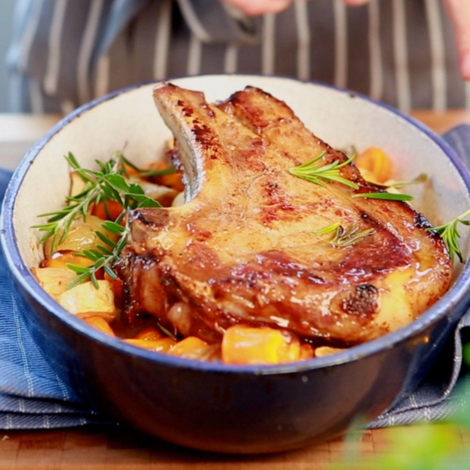 La c te de veau au four et aux petits l gumes en vid o - Cuisiner tendron de veau ...