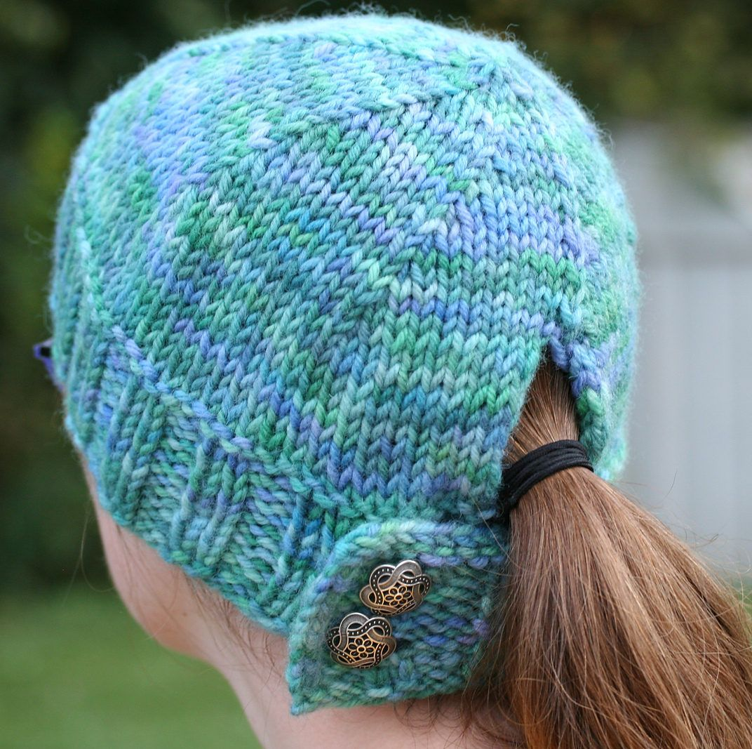 Knitting Beanie Patterns Free : Free knitting pattern for buttoned ponytail hat