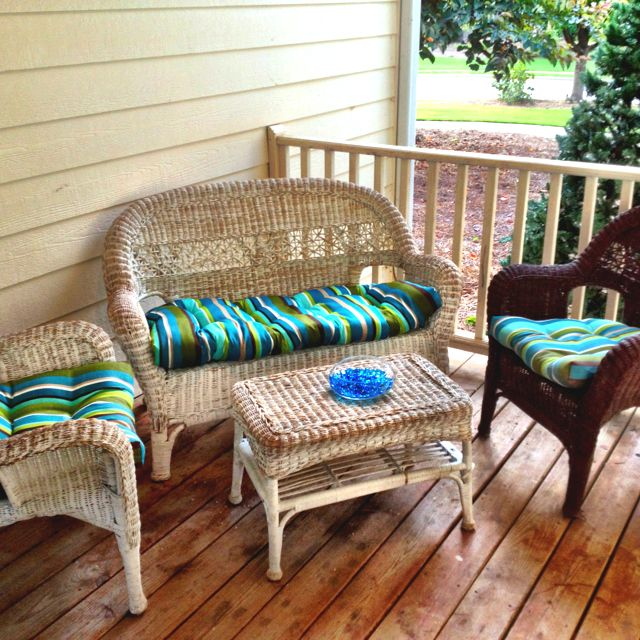 Spray painting old white wicker furniture dark brown  6 cans