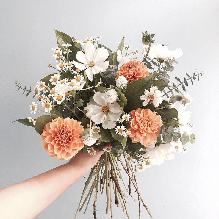 """혜화 꽃집 수피아플라워 Supia Flower on Instagram: """"가을도 있고 여름도 있든 꽃다발"""