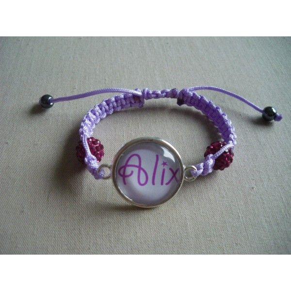 Bracelet personnalisé, fil parme perles fushia