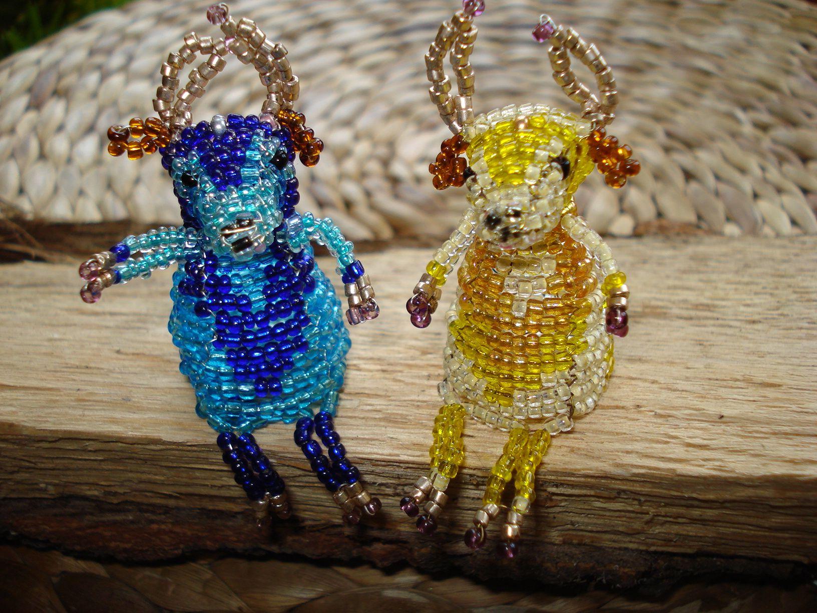 http://img1.etsystatic.com/035/0/7654300/il_570xN.535605989_o70t.jpg The two little cow. Két bors ökröcske. Gyöngyfűzés.