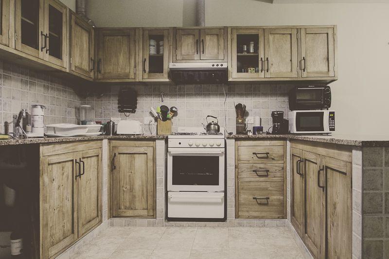 Mueble de cocina en álamo a medida , los hacemos con la distribución ...