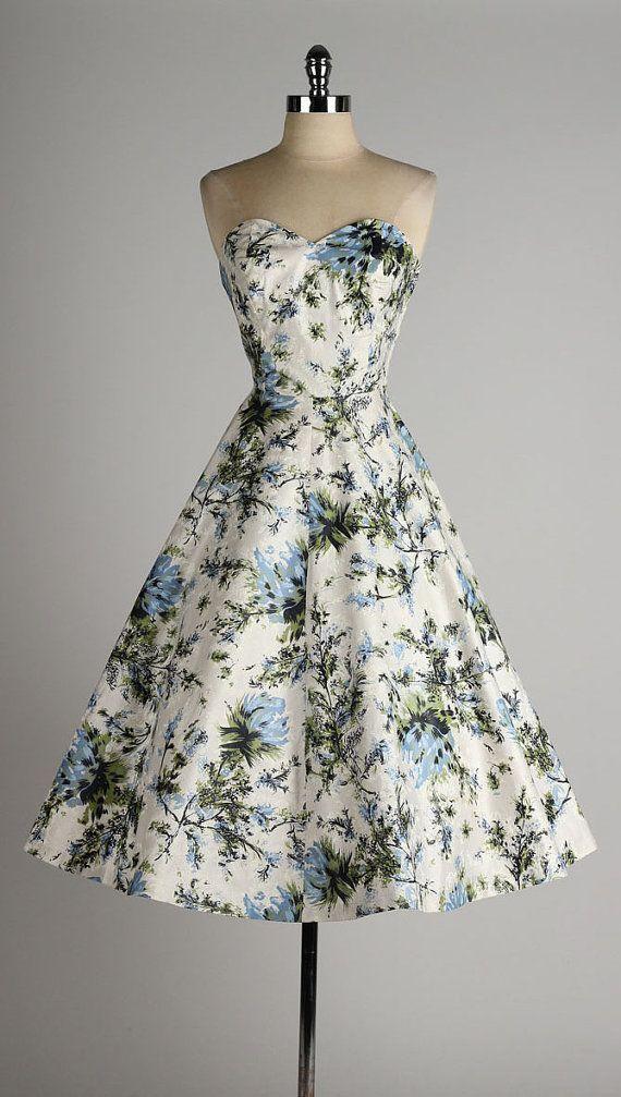 668ec1c2d725 vintage 1950s dress . strapless polished by millstreetvintage Vintage  Outfits, Vintage Kläder, Drömklänning,