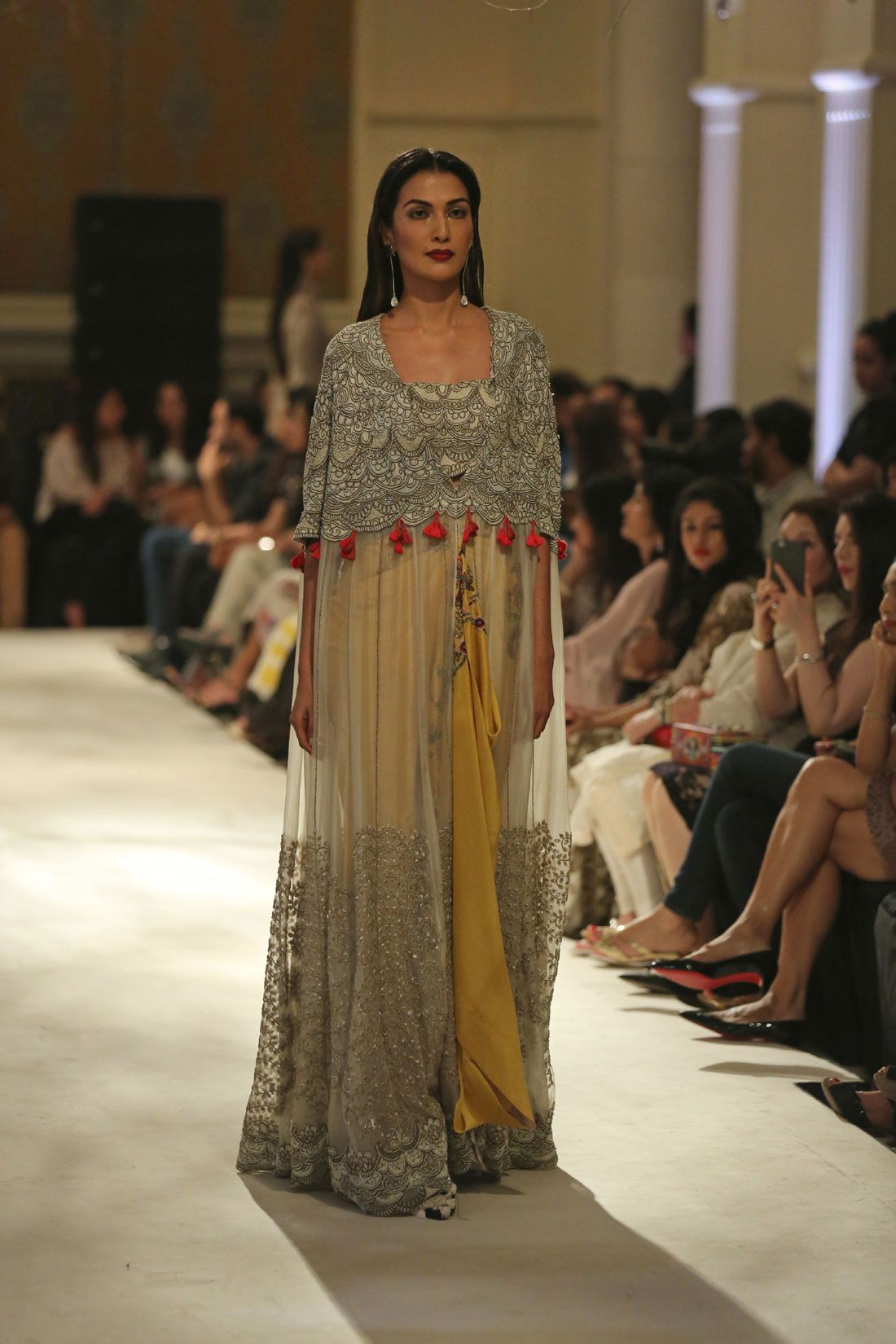 Collection-by-Designer-Anamika-Khanna-@-FDCI-India-