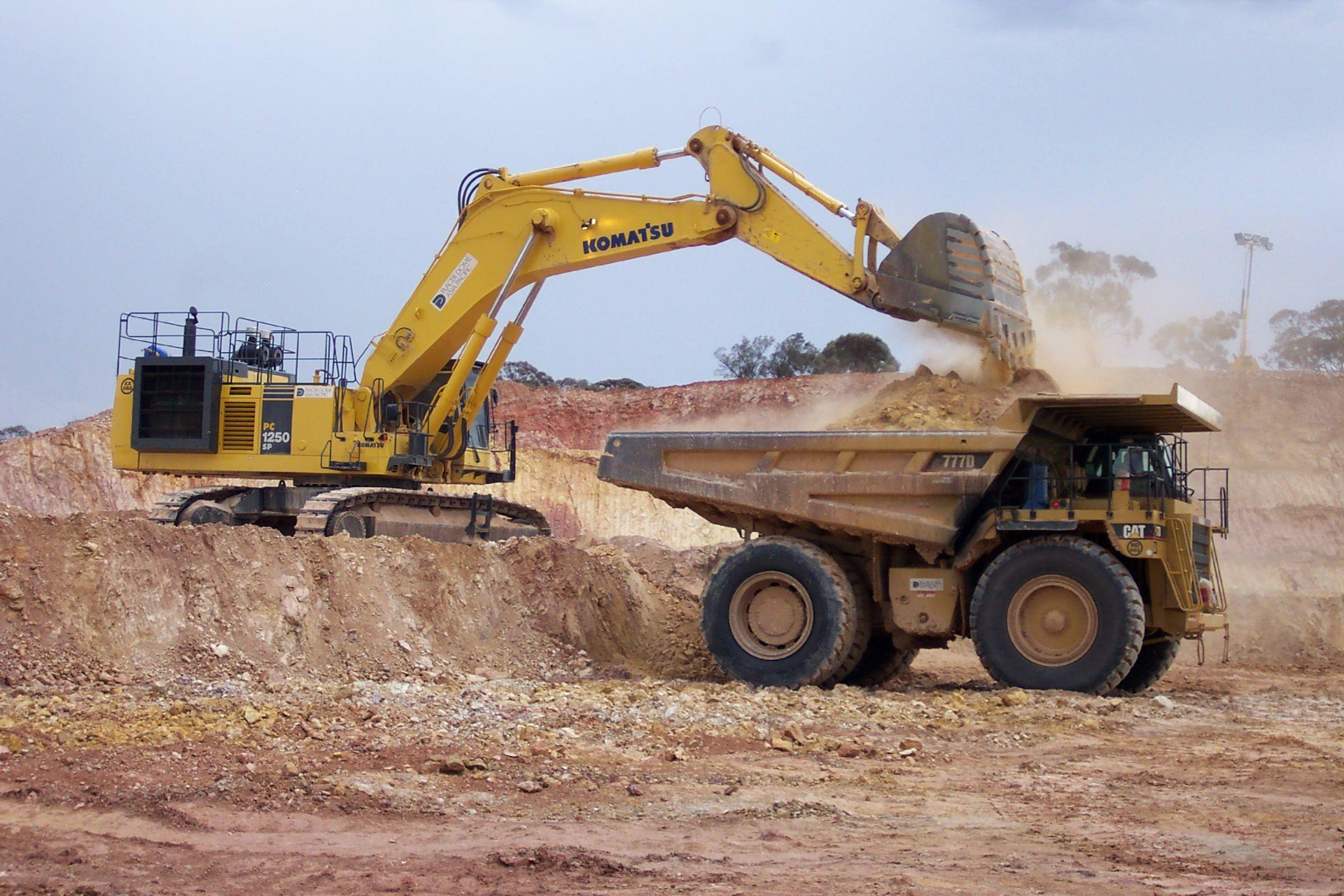 Types Of Excavators : Excavator emptying into dump truck bed little boys big