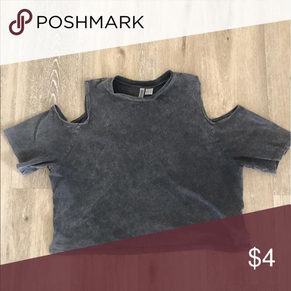 Cold shoulder body crop top Cold shoulder boxy crop top in washed grey. Size M. H&M Tops Crop Tops