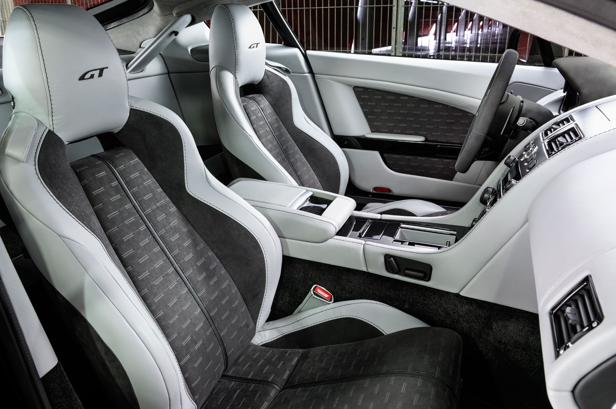 Aston Martin Shows Db9 Carbon Edition V8 Vantage Gt Motor Trend Wot Aston Martin Vantage Aston Martin Aston Martin V8