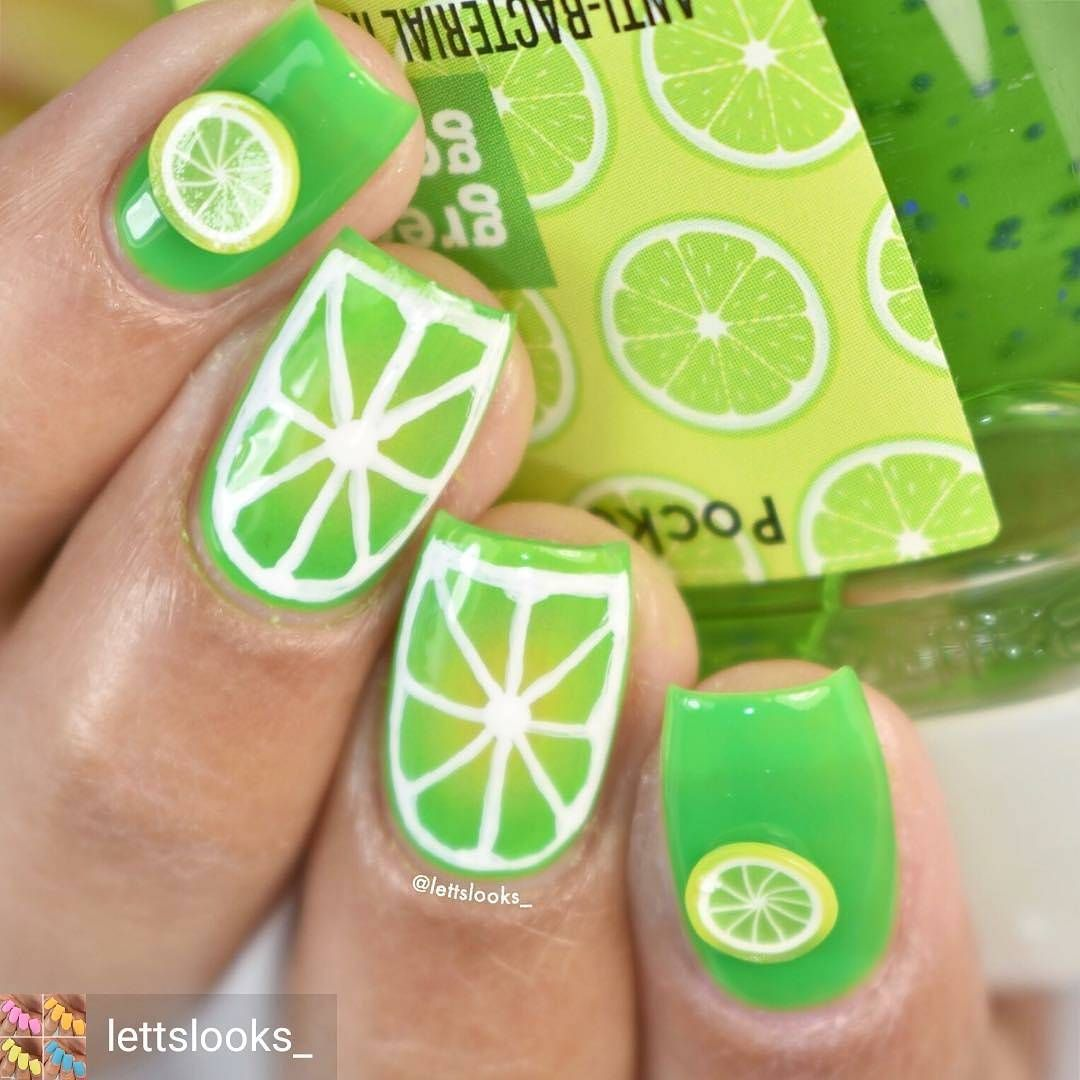 A little something to brighten your day 💚 Nails from @lettslooks_ ...